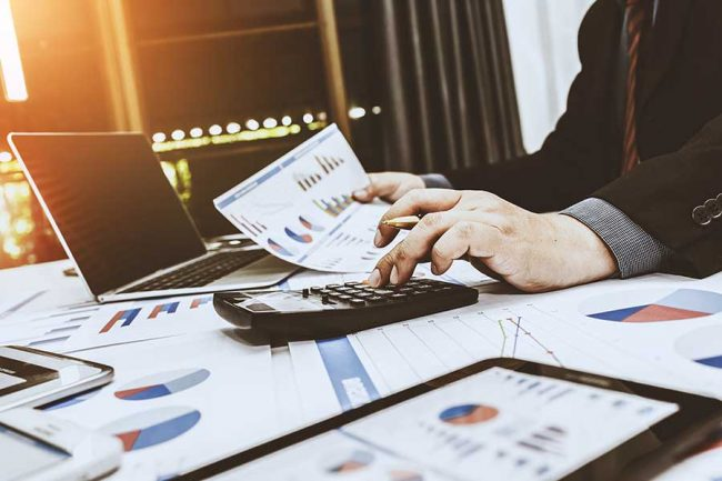 what can a cpa do that an accountant can't